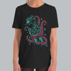 octopus-astronaut-space-youth-tshirt-MOCKUP